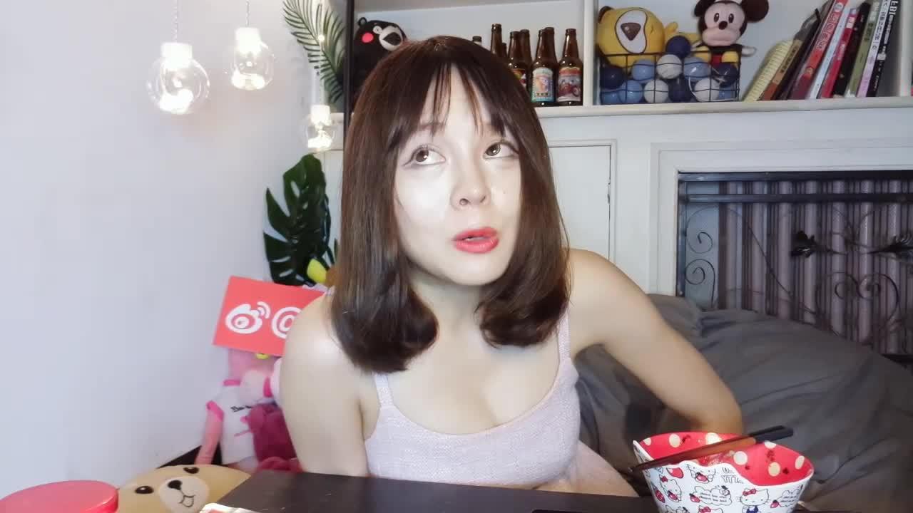 辣炒鱿鱼 虾仁炒饭 努力学炒菜的小姐姐!
