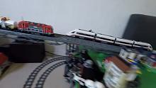 土豪玩乐高:用绝版乐高火车做竞速比赛,谁更快呢?