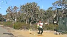 西瓜从45米高扔下去,下面的人接得住吗?
