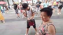 大妈唱歌,我来给大妈伴舞,广场舞模式开启!