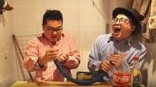两小伙用管子 白酒 可乐 麻辣鲜相互整蛊,没想到最后把两小伙逗的哈哈大笑