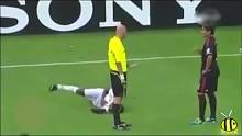 不会假摔的球员不是好演员!盘点足球场搞笑假摔
