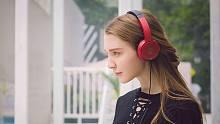 有才的网友:戴上耳机,世界就是你的
