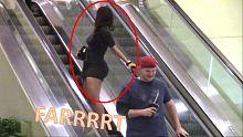猥琐男在电梯上疯狂放屁,会被路人打吗?