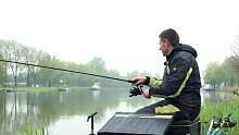 渔乐生活家钓鱼:鱼儿习惯了船来船往的环境,吃饵反倒更大胆!