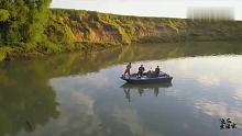 渔乐生活家:湖面钓鱼,遇到大鱼上钩,绳子绑住鱼头拉上来