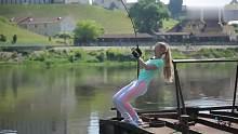 渔乐生活家:这年头卖鱼竿的女子都这么拼!我们还有什么理由不努力