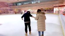 圣诞心愿:苏神与粉丝甜蜜牵手滑冰