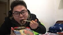 开箱试吃拼多多十几块钱的梅菜扣肉,不到一分钟小伙就吃完啦