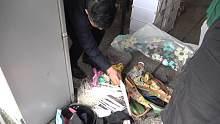 临走时候把不用的东西卖掉,从袋里掉出一包挂面,老板蒙圈了