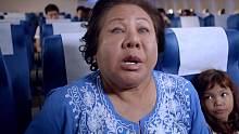 盲人婆婆刚坐上飞机,就大声喊叫飞机不能起飞,可是根本没人相信