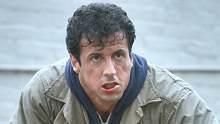 硬汉史泰龙主演:犯人得罪冷血监狱长,屡遭恶意针对被迫展开越狱
