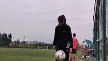 一起踢球吗?